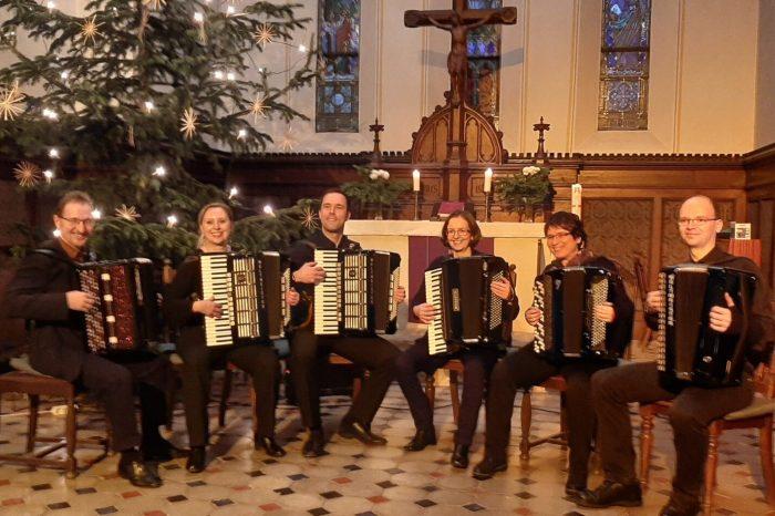 Weihnachtskonzert des Akkordeon-Orchesters