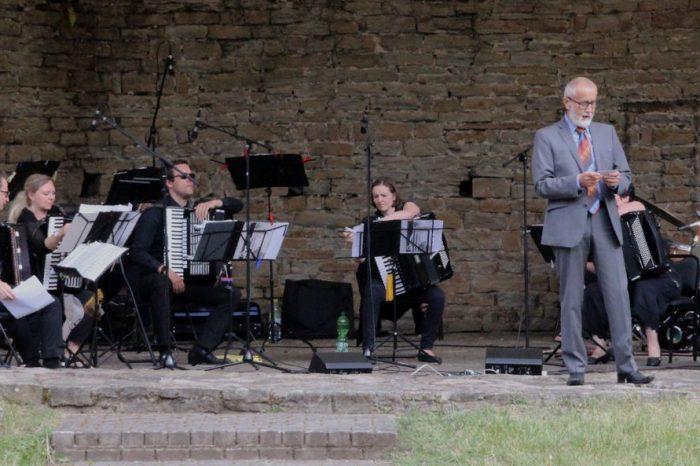 Burgkonzert mit Akkordeon-Orchester