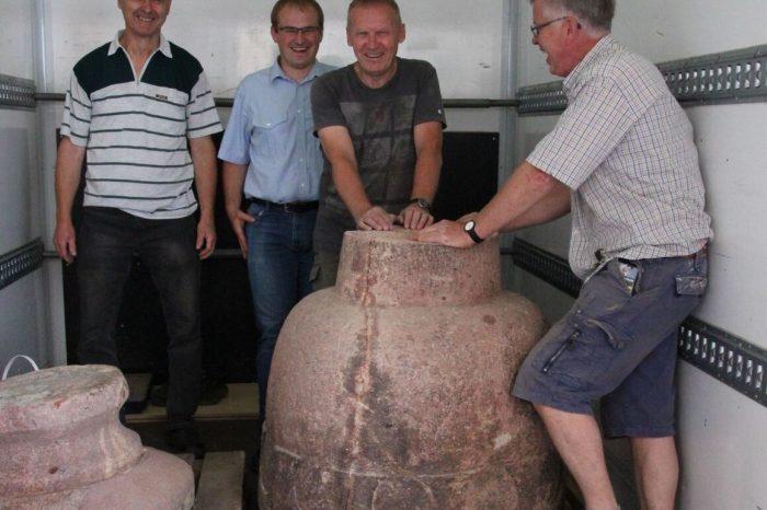 Überführung des romanischen Taufsteins aus Auligk zurück nach Hartmannsdorf